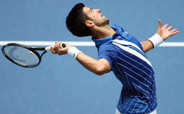 Novak Đoković je izgubil prvi niz, potem pa je zanesljivo osvojil naslednje tri in se prebil v 2. krog odprtega prvenstva ZDA. FOTO: Al Bello/AFP