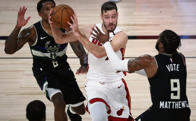 Sijajne igre Gorana Dragića v mehurčku v Orlandu so košarkarje Miamija popeljale že do druge zmage v končnici NBA v vzhodni konferenci proti Milwaukeeju. FOTO: Kim Klement/USA TODAY Sports