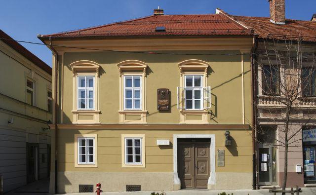 Rojstna hiša Huga Wolfa na Glavnem trgu v Slovenj Gradcu. Foto Tomo Jeseničnik