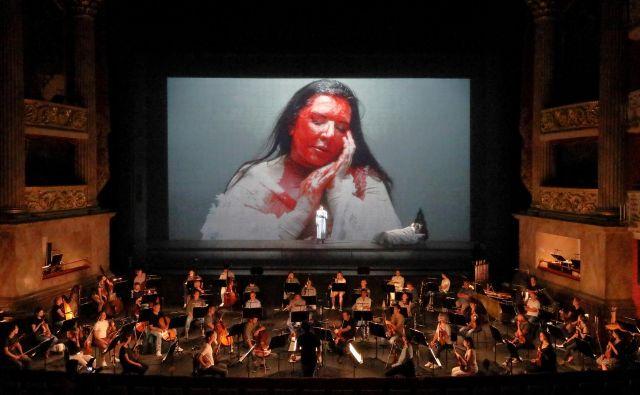 Današnjo premiero 7 smrti Marie Callas, ki je nastala v koprodukciji Bavarske državne opere, Nemške opere v Berlinu, Maggio Musicale Fiorentino, Pariške opere in Grške narodne opere, lahko v živo ob 18.30 spremljate na različnih spletnih platformah: Staatsoper.tv, Arte Concert in BR-Klassik Concert. FOTO: Wilfried Hösl