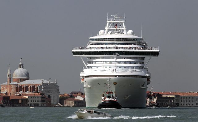 Do januarja je bil ladijski turizem vreden celih 150 milijard dolarjev. Le nekaj mesecev pozneje se je bojeval za obstoj. FOTO: Stefano Rellandini/Reuters