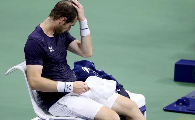 Andy Murray se je držal za glavo. FOTO: Matthew Stockman/AFP
