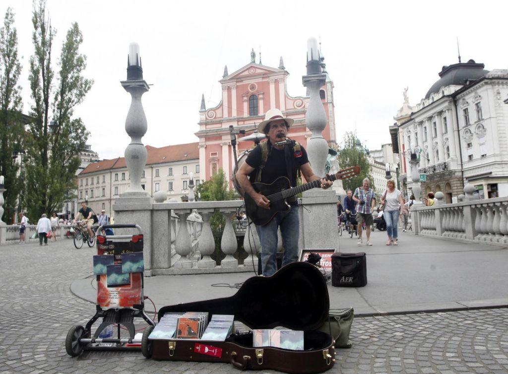 FOTO:Kakšne omejitve čakajo ulične glasbenike