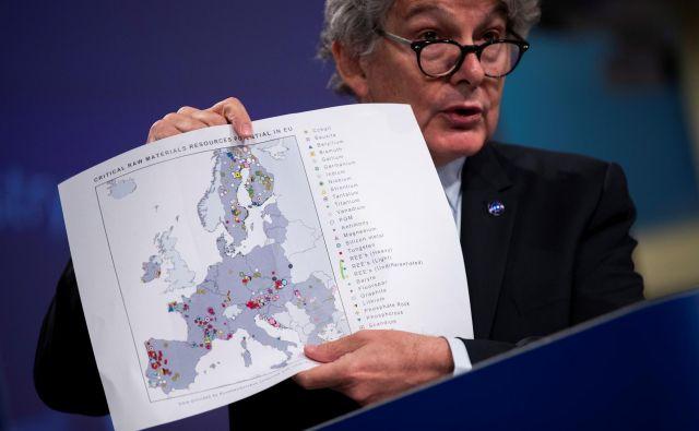 Komisar za notranji trg Thierry Breton je ob predstavitvi prognostične študije o kritičnih surovinah za strateške tehnologije in sektorje za obdobji do leta 2030 in do leta 2050 članice EU pozval, naj naložbe v kritične surovine vključijo v nacionalne načrte za okrevanje po krizi zaradi koronavirusa. FOTO: Francisco Seco/Pool Reuters