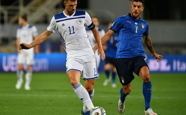 Bosna in Hercegovina je ligo narodov začela z neodločenim izidom proti Italiji v gosteh. Za BiH je bil strelec »Italijan« Edin Džeko (levo). FOTO: Isabella Bonotto/AFP
