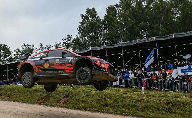 Estonskemu dirkaškemu asu Ottu Tänaku najbolje kaže na domači dirki. FOTO: Raigo Pajula/AFP