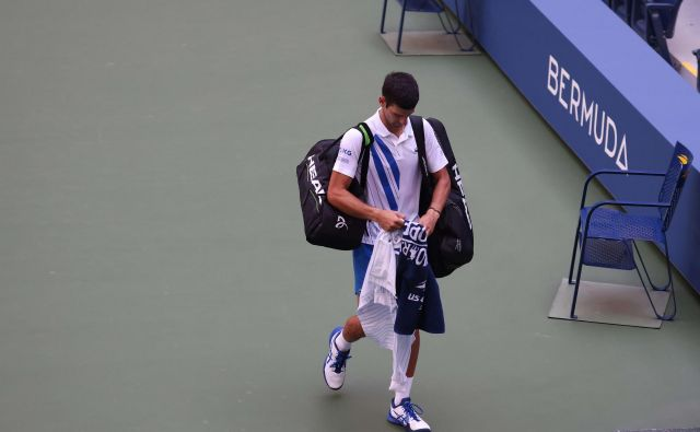 Novak Đoković je moral zapustiti igrišče. FOTO:Al Bello/AFP