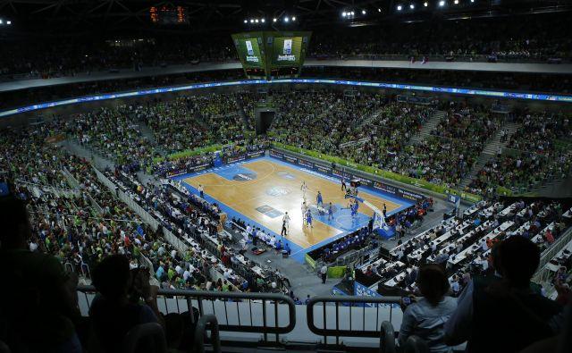 Dvorana Stožice ima 12.480 sedežev, NIJZ ne dovoli, da bi bilo v njej na tekmah 500 ljudi (100 članov ekip in 400 gledalcev). FOTO: Uroš Hočevar