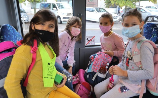 V dveh, treh tednih, ko bodo usklajeni tudi šolski urniki, se bodo avtobusni prevozniki prilagodili razmeram, napoveduje Peter Mirt. FOTO: Jože Suhadolnik/Delo