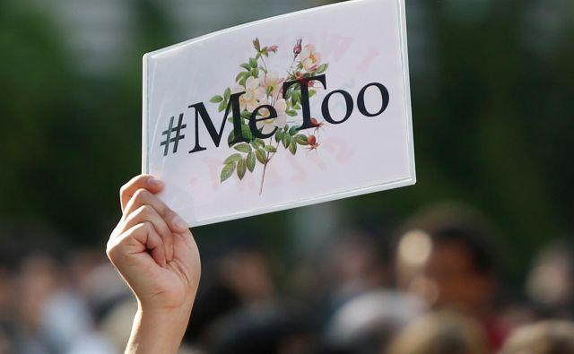 V zahodni kampanji #jaztudi se zdi, da so ženske spregovorile, ker se ne čutijo več krive, in zahtevajo, da storilci prevzamejo odgovornost za svoja dejanja, v slovenskih zgodbah pa je samoobtoževanje pogosto. FOTO: Issei Kato/Reuters