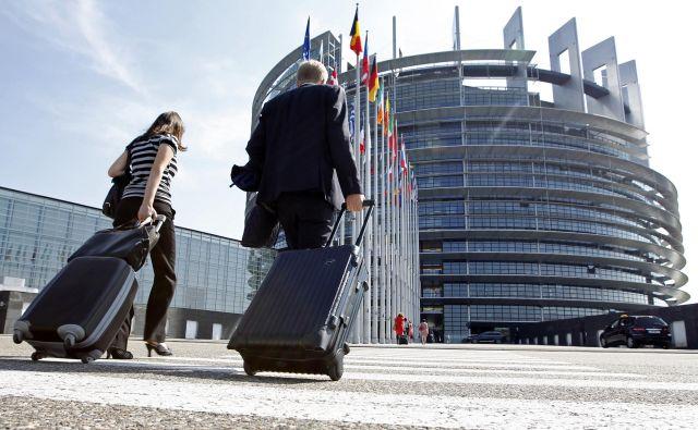 Dokler ne bo boljših epidemioloških gibanj, zasedanj evropskega parlamenta na sedežu v Strasbourgu ne bo. FOTO: Vincent Kessler/Reuters