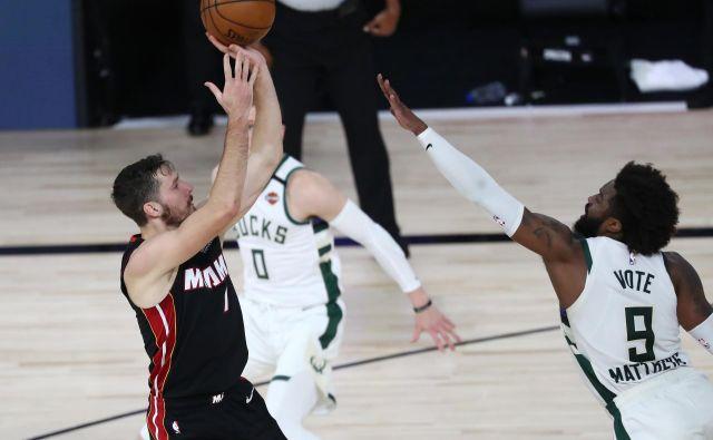 Še ena odlična igra slovenskega zvezdnika Gorana Dragića (levo) je Miamiju zagotovila uvrstitev v finale vzhodne konference NBA, v katerem se bo pomeril z Bostonom ali Torontom (3:2). FOTO: Kim Klemen/USA Today Sports