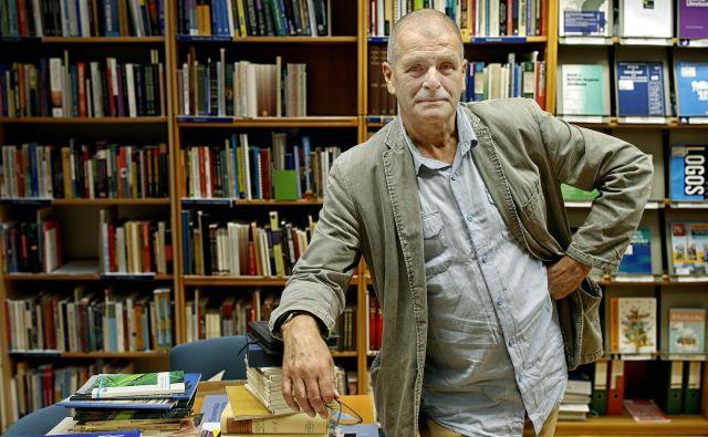 Predstojnik oddelka za bibliotekarstvo, informacijsko znanost in knjigarstvo na ljubljanski filozofski falulteti je tudi pozoren opazovalec in komentator politike, tako domače kot tuje. FOTO: Blaž Samec