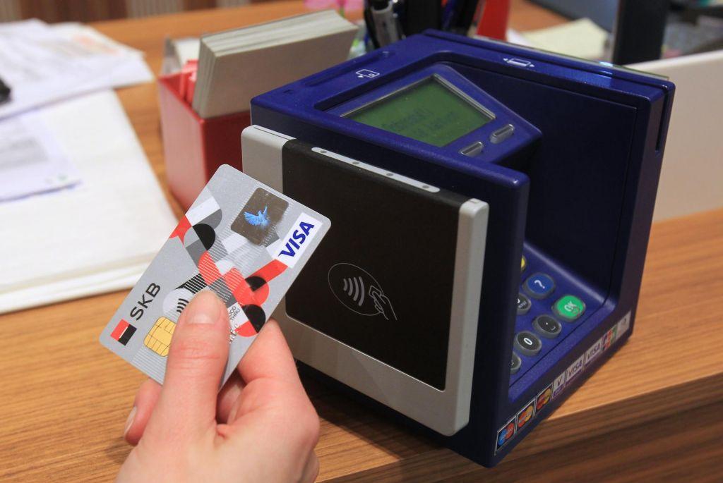 FOTO:(Ne)pričakovan pospešek za uporabo kartic