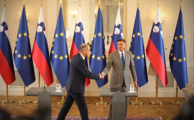 Predsednik republike Borut Pahor, ki, se zdi, ima s predsednikom vlade Janezom Janšo boljši odnos kot z njegovim predhodnikom Marjanom Šarcem, si tudi na račun večinske koalicije lahko obeta lažje imenovanje na funkcije, ki zahtevajo absolutno parlamentarno večino. FOTO: Jure Eržen/Delo