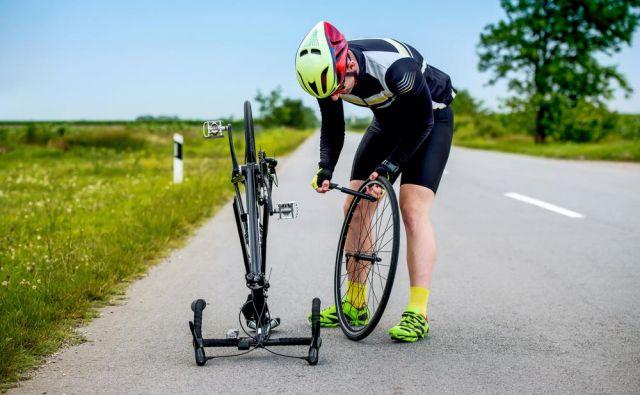 Rezultati raziskav so pokazali še, da na primernost tlaka v zračnicah posamezne kolesarke ali kolesarja vplivajo poleg teže tudi izbira kolesarske panoge, tereni, po katerih kolesarimo, ter vremenske razmere. FOTO: Shutterstock