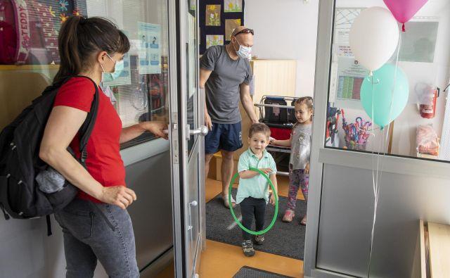Vrata v javne oziroma javno financirane vrtce bodo po novem odprta le cepljenim proti ošpicam, mumpsu in rdečkam. FOTO: Voranc Vogel/Delo