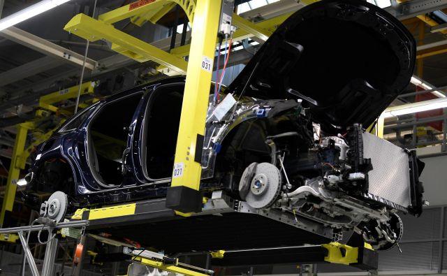 Proizvodnja baterijskih avtomobilov ne bo ogrožena zaradi morebitnega pomanjkanja surovin, so prepričani strokovnjaki. FOTO: Fabian Bimmer/Reuters