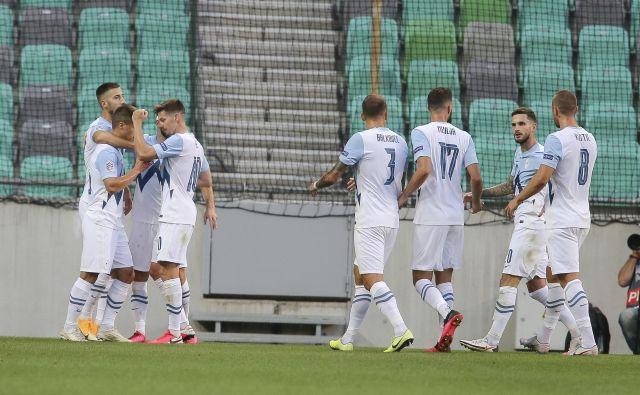 Slovenska nogometna reprezentanca je v drugi tekmi lige narodov prvič zmagala, a navijačev ni prepričala. FOTO: Jože Suhadolnik/Delo