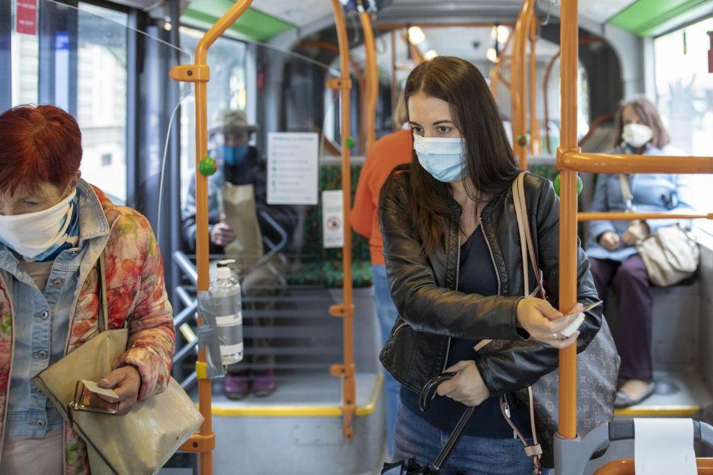 Razdalje med potniki na avtobusih so misija nemogoče