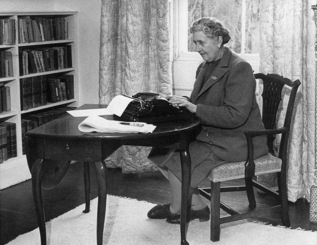 FOTO:Najbolj priljubljena pisateljica vseh časov