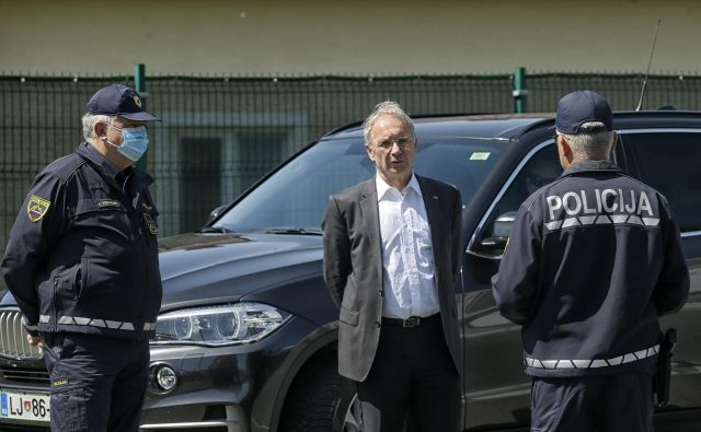 Aleš Hojs je ob objavi kazenske ovadbe čivknil, da se »pritiski globoke države nadaljujejo«. FOTO: Blaž Samec/Delo