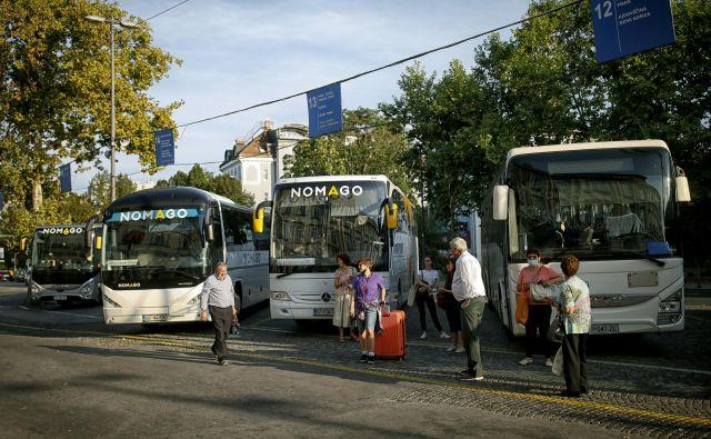 Ker ni skupinskih potovanj, so številnili ponudniki prevozov brez dela.FOTO: Blaž Samec/Delo