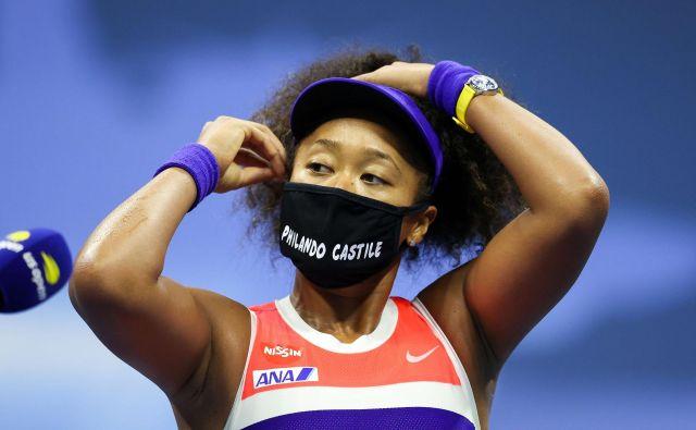 Naomi Osaka je tudi drevi imela novo masko z imenom temnopolte žrtve policijskega nasilja v ZDA. FOTO: Al Bello/AFP