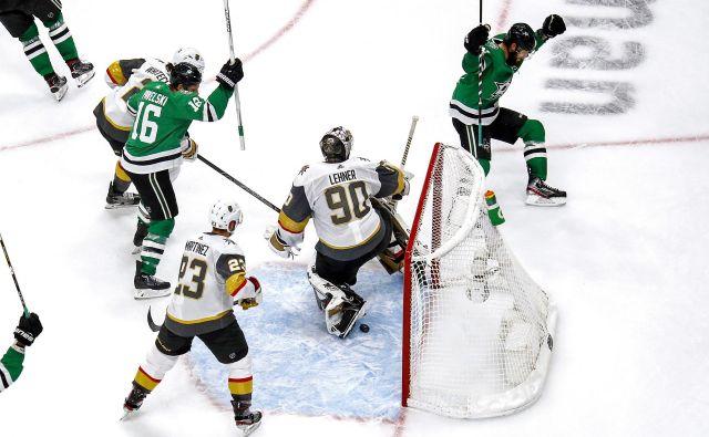 Hokejisti Dallasa so na pragu uvrstitve v veliki finale NHL, saj proti Vegau v zmagah vodijo že s 3:1. FOTO: Bruce Bennett/AFP
