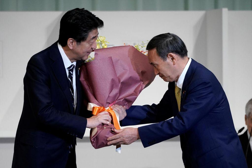 Šinza Abeja bo predvidoma nasledil Jošihide Suga