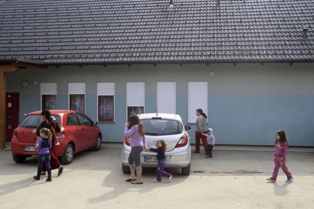 FOTO:Romski vrtec v Brezju spet tarča vandalov