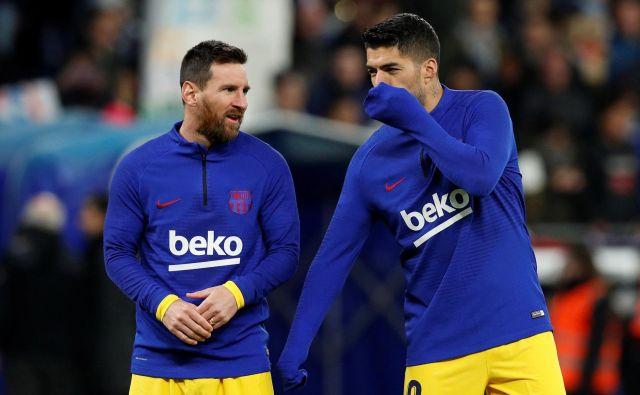 Še pred mesecem dni sta bila Lionel Messi in Luis Suarez bolj ali manj bivša člana Barcelone, a bosta zaradi različnih okoliščin tudi v novi sezoni igrala za katalonskega velikana. FOTO: Albert Gea/Reuters