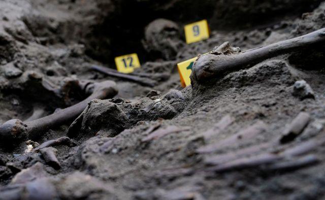 Množična grobišča so huda jama španske preteklosti. Foto Juan Medina/Reuters