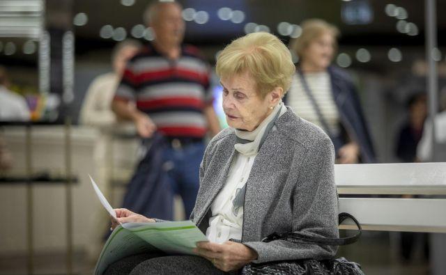 Upokojenci, ki delajo, bi lahko prejemali tako plačo kot pokojnino. A ob izpolnitvi pogojev za upokojitev bodo upokojeni in ponovna zaposlitev bo v rokah delodajalca. Foto Voranc Vogel