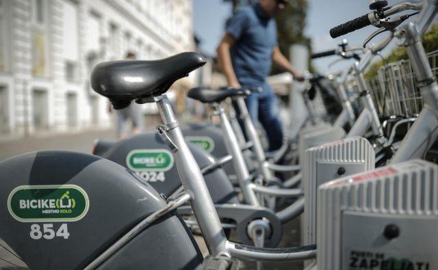 Na postajališčih za izposojo koles je večinoma po 20 stojal.<br /> FOTO: Uroš Hočevar/Delo