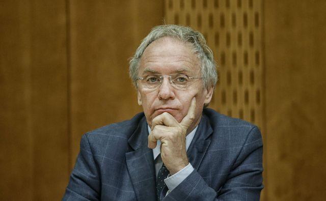 Notranji minister <strong>Aleš Hojs</strong> lahko mirno pričakuje sejo o interpelaciji.