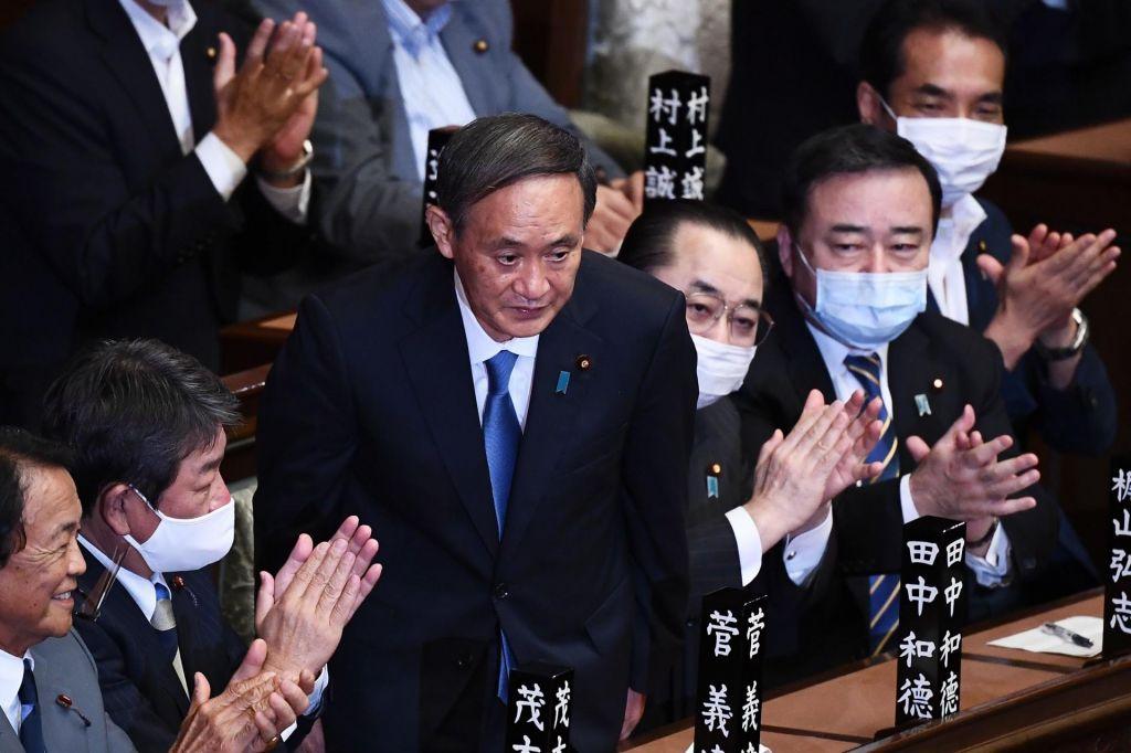 Suga v parlamentu potrjen za novega premiera
