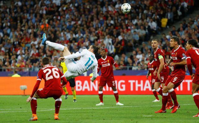 Gareth Bale je v finalu lige prvakov leta 2018 proti Liverpoolu zabil enega od najbolj atraktivnih golov v zgodovini. Kaže, da jih bo zdaj lahko angleškemu prvaku tudi v premierleague. FOTO: Kai Pfaffenbach/Reuters