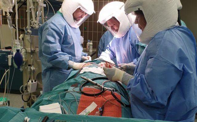 Če bodo vse kapacitete zasedene zaradi bolnikov s covidom, potem za druge ne bo prostora. Bo preživetje odvisno le še od sreče?
