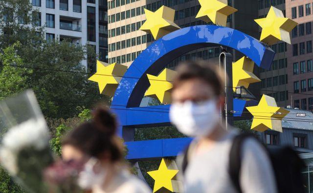 Gibanje cen v evrskem območju se vse bolj oddaljuje od cilja ECB. FOTO: Yann Schreiber/AFP