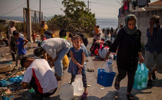 Nov solidarnostni mehanizem za upravljanje migracij naj bi bil prožen, odziven in prilagojen položaju. FOTO: Angelos Tzortzinis/AFP