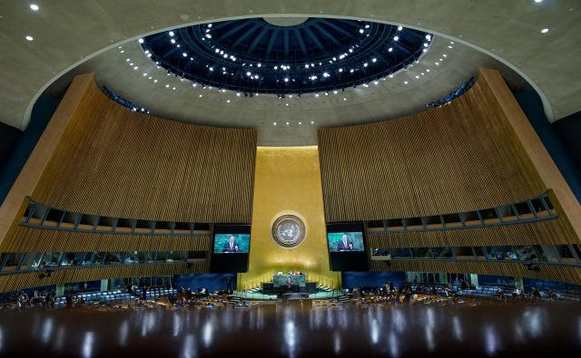 Letošnje zasedanje generalne skupščine ZN bo drugačno od prejšnjih, saj zaradi pandemije covida-19 prvič poteka virtualno. FOTO: Eduardo Munoz/Reuters
