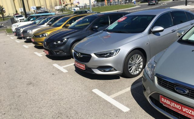 Rabljeni avtomobili so pri nas vedno zanimivi, nakupni vzorci pa so drugačni kot pri novih. Foto Gašper Boncelj