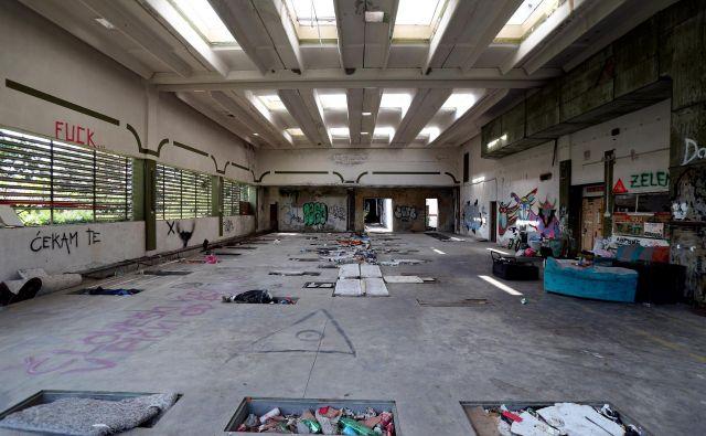 V zapuščeni goriški tovarni Ideal so našli pretepanja moškega iz Vrtojbe, ki je zaradi hudih poškodb umrl v šepeterski bolnici. Foto:Marko Feist/Delo