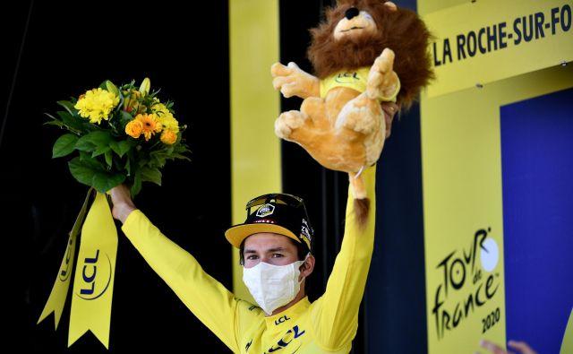 Primož Roglič je že v devetih etapah nosil rumeno majico, kot kaže, bo v njej prikolesaril tudi v Pariz. Foto Anne-Christine Poujoulat/AFP