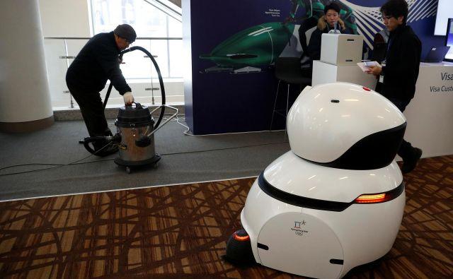 Čeprav so robotski sesalniki čedalje zanesljivejši, čas klasičnih še ni minil. FOTO: Phil Noble/Reuters