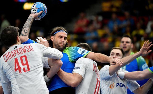 Dean Bombač in Borut Mačkovšek (zadaj) sta bila ena boljših igralcev na zadnjem EP na Švedskem. FOTO: Reuters