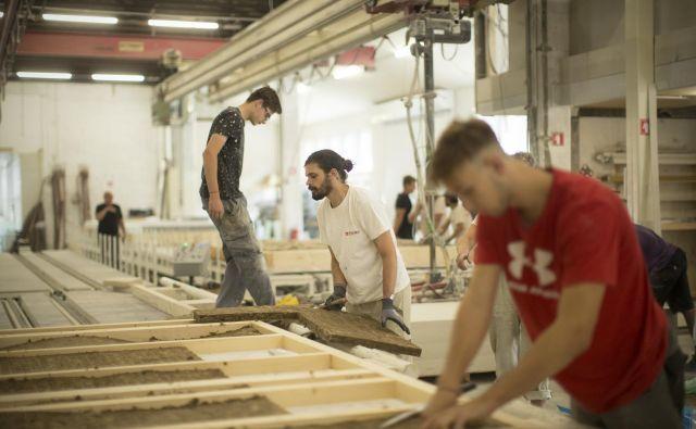 Jesenski obeti za industrijo so boljši, nekatere storitve čakajo omejitve. FOTO: Jure Eržen/Delo