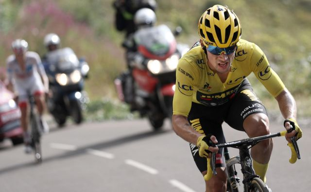 Po 17. etapi so komisarji razstavili kolo Primoža Rogliča. FOTO: Kenzo Tribouillard/AFP