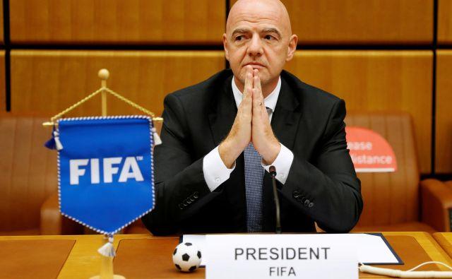 Gianni Infantino, predsednik Fife, se zaveda, da je tudi nogomet v težavah. FOTO: Leonhard Foeger/Reuters
